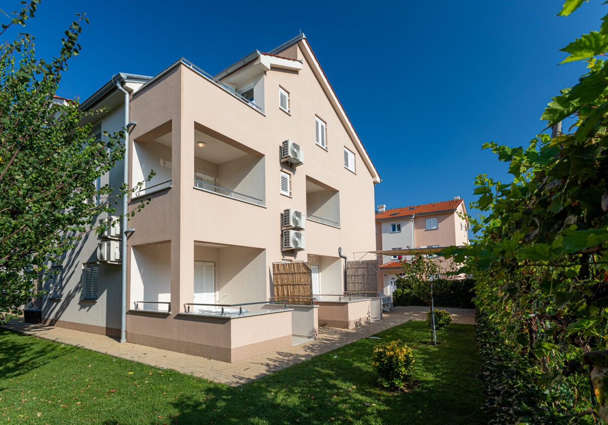 Apartments Crnekovic Baska - Zvonimirova 123c